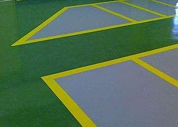 Aplicação de epóxi no piso
