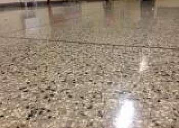 Aplicação de granilite no piso